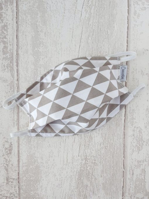 masque-grand-public-tissu-lavable-alternatif-triangles-gris-taupe-Creacoton